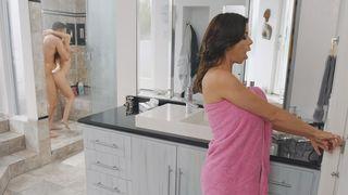 frau mit dem stiefsohn in der dusche, eine reife stiefmutter verführt und hart fickt mit dem sohn