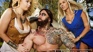 realistische puppe lieblings-porno-stars aus einem sexshop plötzlich lebendig vor den augen der erstaunte mann