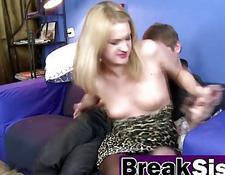 stockinged blonde mädchen porno auf dem sofa